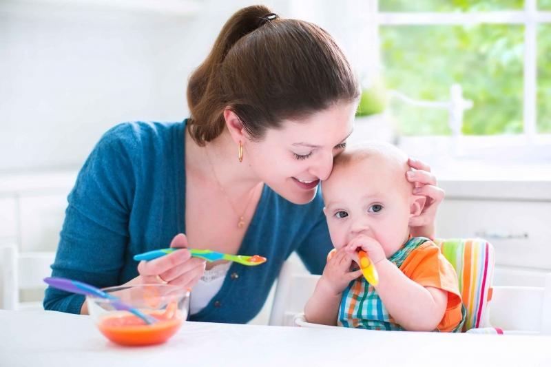 宝宝吃奶后打挺后仰是怎么回事父母一定要注意这三个原因
