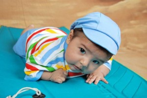 会爬的宝宝更聪明宝宝十个月了还不会爬怎么办
