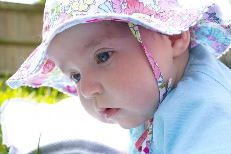两个月的宝宝哭有眼泪正常吗宝宝泪腺炎的原因