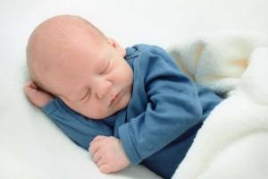 1岁宝宝的喂养时间是怎么安排的1岁宝宝可以喂养的蔬菜食谱有哪些