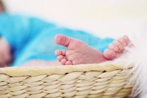新生儿尿黄怎么回事要如何处理新生儿尿黄